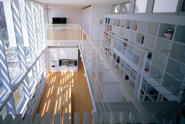 『太陽と風が通る家』光・風・家族の気配が身近に感じられる住宅の部屋 2階寝室からの眺め