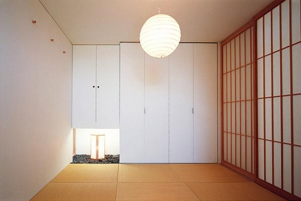 『太陽と風が通る家』光・風・家族の気配が身近に感じられる住宅 (2階和室)
