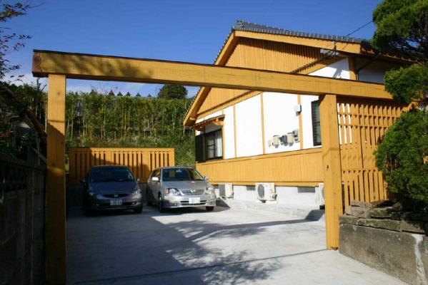 YG邸・木の温もりを感じる和風住宅の部屋 外観-駐車スペース
