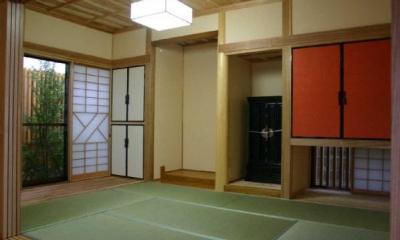 吊り収納が目を惹く和室|YG邸・木の温もりを感じる和風住宅