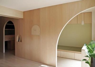 『人とモノの小さな居場所』小さな空間を緩やかにつなぐマンションリノベ (アーチ型の開口−空間を緩やかにつなぐ)