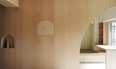 『人とモノの小さな居場所』小さな空間を緩やかにつなぐマンションリノベ (室内窓-closed)