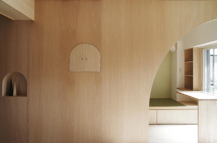 『人とモノの小さな居場所』小さな空間を緩やかにつなぐマンションリノベの部屋 室内窓-closed