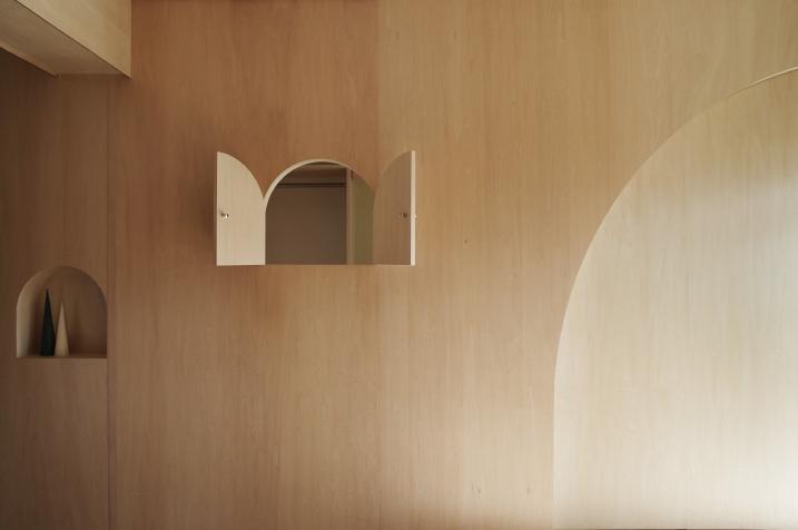 『人とモノの小さな居場所』小さな空間を緩やかにつなぐマンションリノベ (室内窓-open)