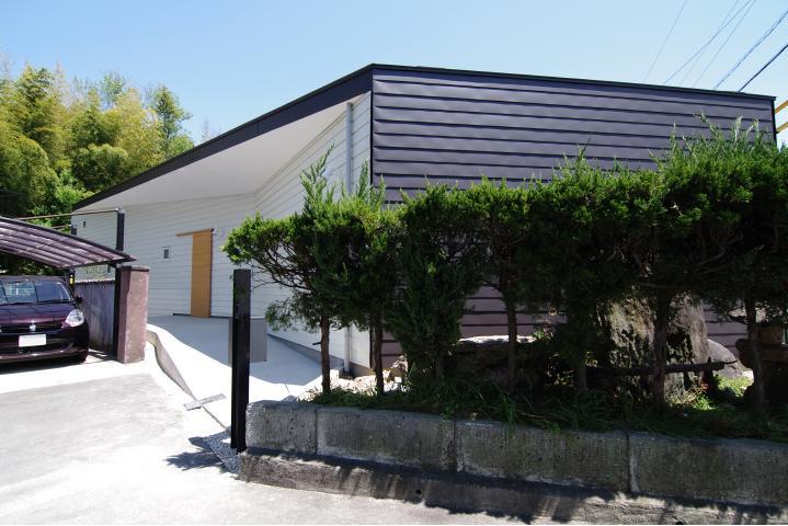 『稜線の家』様々な風景と居場所を生み出す平屋住宅の部屋 伸びやかな平屋住宅外観