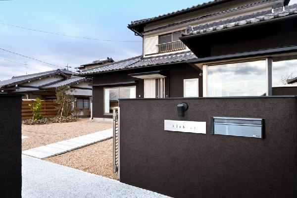 K邸・眺望を楽しむ家、耐震補強リノベーション (和風モダンな外観)