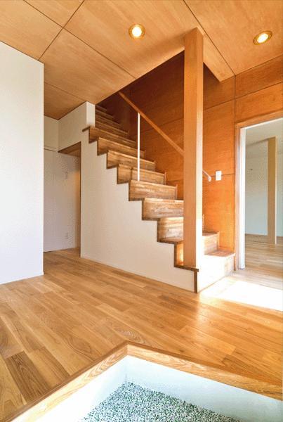 K邸・眺望を楽しむ家、耐震補強リノベーションの部屋 開放的な玄関ホール
