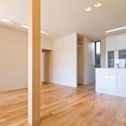 明るく広がりのあるLDK (K邸・眺望を楽しむ家、耐震補強リノベーション)