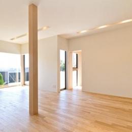 明るいリビング (K邸・眺望を楽しむ家、耐震補強リノベーション)