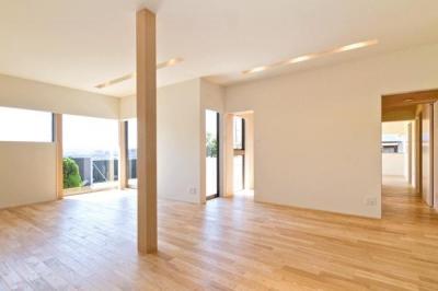 K邸・眺望を楽しむ家、耐震補強リノベーション (明るいリビング)