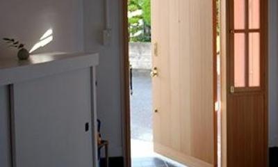 『上足洗の家』豊かな住まい、居心地の良い住まいへリノベーション (光を取り込む玄関)