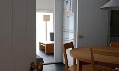 『上足洗の家』豊かな住まい、居心地の良い住まいへリノベーション (ダイニングよりリビングを見る)
