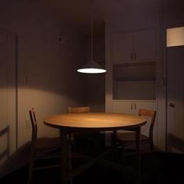 『上足洗の家』豊かな住まい、居心地の良い住まいへリノベーション (落ち着いた雰囲気のダイニング)