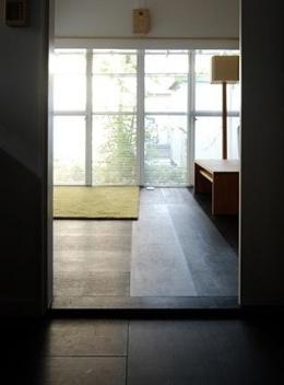 『上足洗の家』豊かな住まい、居心地の良い住まいへリノベーション (落ち着きのあるリビング)