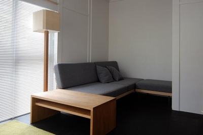 リビング-こだわりのソファ1 (『上足洗の家』豊かな住まい、居心地の良い住まいへリノベーション)
