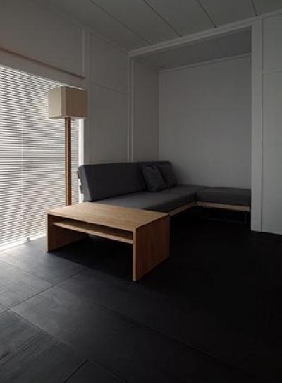 『上足洗の家』豊かな住まい、居心地の良い住まいへリノベーション (リビング-こだわりのソファ2)