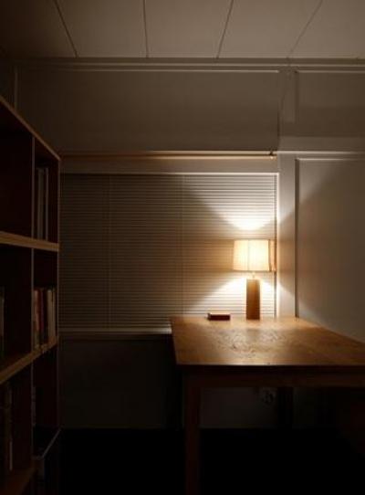 落ち着きのある書斎 (『上足洗の家』豊かな住まい、居心地の良い住まいへリノベーション)