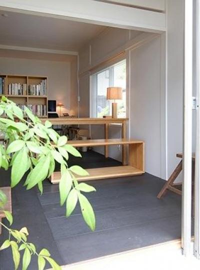 光と風を取り込む書斎 (『上足洗の家』豊かな住まい、居心地の良い住まいへリノベーション)