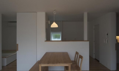 『豊田町の家 』心地よい距離感の二世帯住宅 (ナチュラルな1階ダイニング)