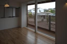 『豊田町の家 』心地よい距離感の二世帯住宅 (2階リビング・ベランダ)