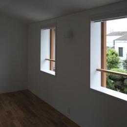 『豊田町の家 』心地よい距離感の二世帯住宅 (ナチュラルなベッドルーム)
