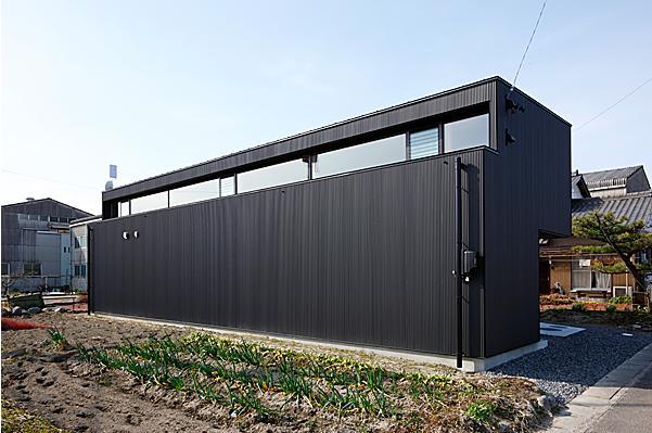 建築家:道家洋「『黒一』素材感のある男前な平屋住宅」