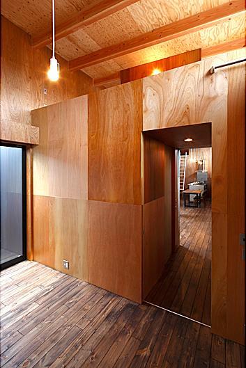 『黒一』素材感のある男前な平屋住宅の部屋 寝室・ロフト