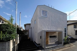 『ハラッパ』絶景の眺めを楽しめる草屋根のある家 (柔らかい印象の外観)