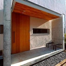 『ハラッパ』絶景の眺めを楽しめる草屋根のある家 (存在感のある玄関ポーチ)
