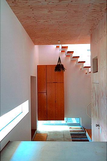 『ハラッパ』絶景の眺めを楽しめる草屋根のある家の部屋 開放的な玄関ホール