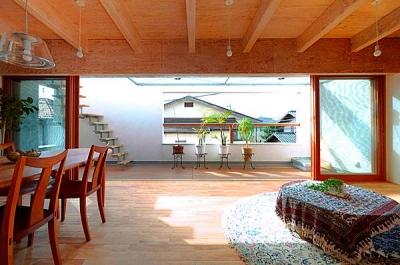 『ハラッパ』絶景の眺めを楽しめる草屋根のある家 (ルーフテラスと一体になる寛ぎのLDK)