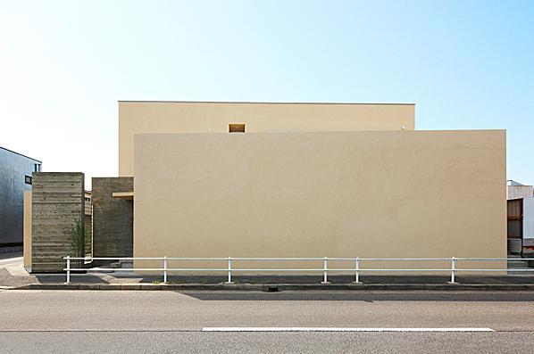 道家洋「『NKK』パティオのある上質なモダン住宅」