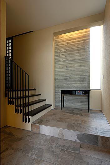 『NKK』パティオのある上質なモダン住宅の写真 玄関ホール