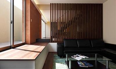 『NKK』パティオのある上質なモダン住宅 (モダンな大人リビング)