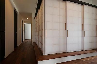 和室-closed (『NKK』パティオのある上質なモダン住宅)