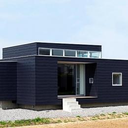 『L/P House』パティオのようなLDKのある住まい (シンプルな平屋外観-1)
