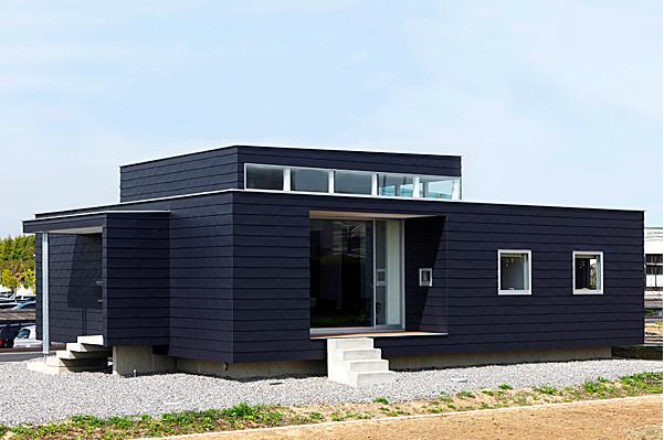 『L/P House』パティオのようなLDKのある住まいの部屋 シンプルな平屋外観-1