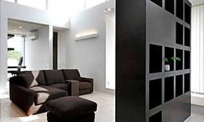 リビング-棚兼テレビボード|『L/P House』パティオのようなLDKのある住まい