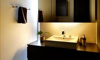 落ち着きのある洗面室|『L/P House』パティオのようなLDKのある住まい