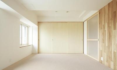 明るく開放的な寝室|『知事公館前の家』書家のためのおおらかで明るい空間づくり