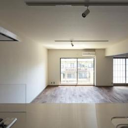 『二子玉川の家』風が通り抜ける落ち着きのある空間に (キッチンからの眺め)