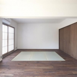 『二子玉川の家』風が通り抜ける落ち着きのある空間に (リビング内の畳スペース)