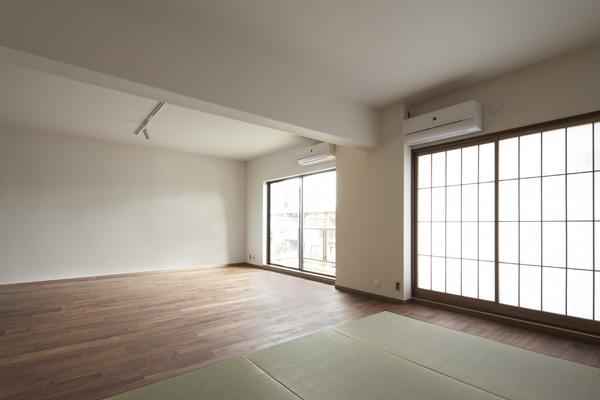 『二子玉川の家』風が通り抜ける落ち着きのある空間に (明るく開放的なリビング)