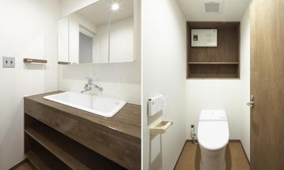 シンプルな洗面室・トイレ 『二子玉川の家』風が通り抜ける落ち着きのある空間に