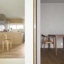 木目の色調が異なる2部屋