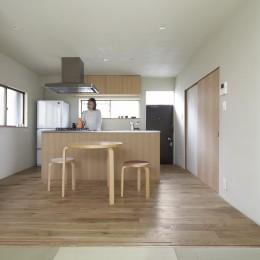 二子新地の家 木造アパートの一階を庭を楽しめる住居兼事務所に|改修-茶の間より食堂を見る