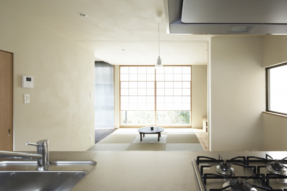 後藤智揮「二子新地の家 木造アパートの一階を庭を楽しめる住居兼事務所に|改修」
