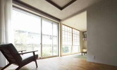 二子新地の家 木造アパートの一階を庭を楽しめる住居兼事務所に|改修 (庭を取り込む明るい空間)