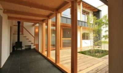 『多賀城のコートハウス』中庭を囲む2世帯住宅 (家族をつなぐ土間)