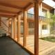 家族をつなぐ土間 (『多賀城のコートハウス』中庭を囲む2世帯住宅)